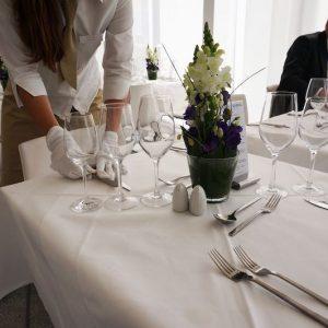 Sinnesfreunde Catering München Fullservice Ausstattung Tischwäsche Geschirr Gläser Service Messe International