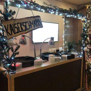 Sinnesfreunde Catering München Marktstand Speisen Buffet Dekoration Weihnachtsfeier