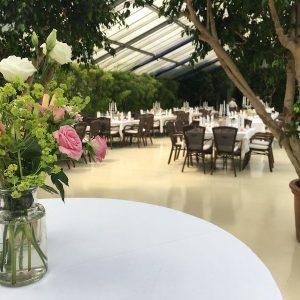Sinnesfreunde Catering München Hochzeit Privat Dekoration Location Botanikum Mobiliar Tisch Stuhl
