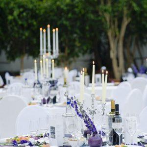 Sinnesfreunde Catering München Privat Hochzeit Geschirr Mobiliar Stuhl Tisch Dekoration Getränke Wein