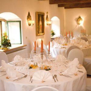 Sinnesfreunde Catering München Privat Hochzeit Geschirr Mobiliar Stuhl Tisch Dekoration